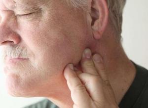 dor no maxilar esquerdo